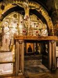 JERUSALEM - Juli 15: Sten av smörja av Jesus i Holen Arkivfoto
