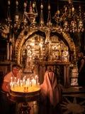JERUSALEM - Juli 15: Sten av smörja av Jesus i Holen Royaltyfria Bilder