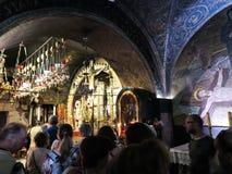JERUSALEM - Juli 15: Sten av smörja av Jesus i Holen Royaltyfria Foton