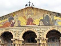 Jerusalem-Kirche alles dreieckigen Mosaiks der Nationen auf Fassade 201 Lizenzfreies Stockfoto
