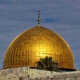 Jerusalem kupol av Rock moskén under solnedgången 2012 Royaltyfri Foto
