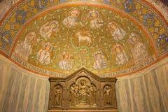 Jerusalem - mosaiken av lammet av guden bland helgonen i sidoabsid av den Dormition abbotskloster Royaltyfri Foto
