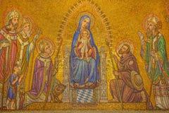 Jerusalem - mosaiken av Madonna bland helgonen i den Dormition abbotskloster Royaltyfri Foto