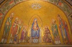 Jerusalem - mosaiken av Madonna bland helgonen i den Dormition abbotskloster Royaltyfria Bilder