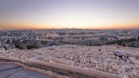 Jerusalem-Panoramaansicht in dem Stadttag zum Nacht-timelapse mit dem Felsendom vom Ölberg stock video
