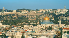 Jerusalem, panoramischer Schuss, Goldhaube stock video