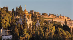 Jerusalem - The Russian orthodox church of Hl. Mary of Magdalene on the Mount of Olives and the cementery Royalty Free Stock Photos