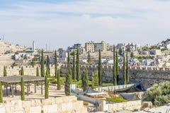 JERUSALEM som strömförsörjningen utfärda utegångsförbud för och fästningväggar av den gamla staden Arkivfoton