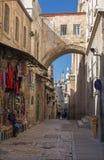 Jerusalem - via Dolorosa och båge Royaltyfri Foto