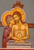 Jerusalém - a morte Cristo com o ícone santamente de Mary na entrada à capela ortodoxo no através de Dolorosa Fotografia de Stock Royalty Free