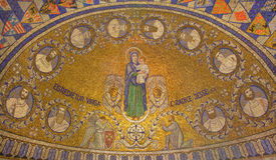 Jeruzalem - het mozaïek van Madonna en met Twaalf clans van Israël in Dormition-abdij stock afbeelding