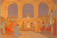 Jeruzalem - het oordeel van Jesus vóór sanhedrin Mozaïek in Kerk van St Peter in Gallicantu stock afbeeldingen