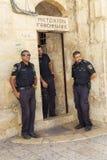 Jeruzalem, Israël, 09/11/2016: De politie bij de Kerk van Heilig begraaft stock afbeelding