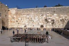 JERUZALEM, ISRAËL - 26 februari 2017 - Joden bij Westelijke Muur Stock Afbeeldingen