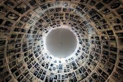 Jeruzalem, Israël - Februari zevenentwintigste, 2017: De Zaal van Namen in de de Holocaust Herdenkingsplaats van Yad Vashem in Je royalty-vrije stock foto's