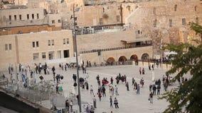 Jeruzalem, westelijke muur en koepel van de rots, de vlag van Israël, algemeen plan stock video