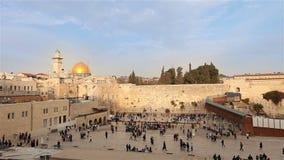 Jeruzalem, westelijke muur en koepel van de rots, de vlag van Israël, algemeen plan stock videobeelden