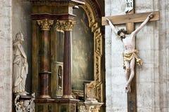 Jesús en cruz en una iglesia Fotografía de archivo