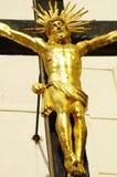 Jesús en el oro cruzado Imágenes de archivo libres de regalías