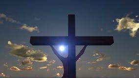 Jesús en la cruz, cierre para arriba, puesta del sol del timelapse, día a la noche, cantidad común