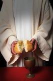 Jesús que rompe el pan fotografía de archivo