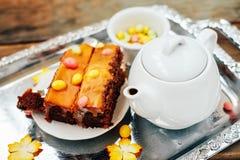 Jesień cukierki deser Pumpking czekoladowy tort z dragee i te zdjęcia stock