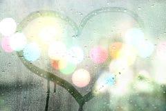 Jesień deszcz, remisu serce na szkle - kocha pojęcie Obraz Royalty Free