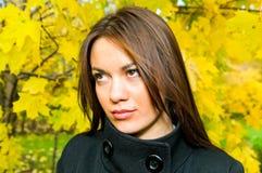 jesień dziewczyny park fotografia stock