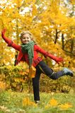 jesień dziewczyny plenerowy parkowy strzał Obraz Royalty Free