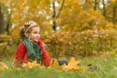 jesień dziewczyny plenerowy parkowy strzał Zdjęcia Royalty Free