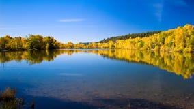 Jesień jeziora sceneria Obrazy Royalty Free
