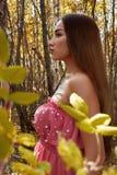 jesień kobieta piękna lasowa zdjęcia royalty free