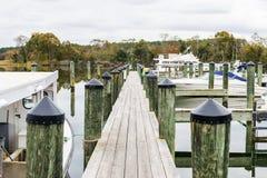 Jesień kolor Chesapeake zatoki schronienie w St Michaels i brzeg fotografia stock