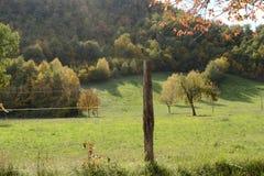 Jesień krajobraz w Marche, Włochy - Zdjęcia Royalty Free