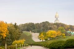 Jesień krajobraz, widok Kijowski Pechersk Lavra, Ukraiński kościół zdjęcia stock