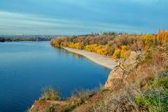 Jesień krajobraz z żółtymi drzewami fotografia stock