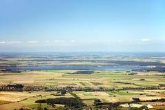 Jesień krajobraz z jeziorem, wioskami i polami Zdjęcie Stock