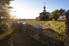 Jesień krajobraz z widokiem kościół w pięknej pogodzie Obraz Royalty Free