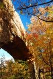 Jesień liście i kamieni mosty zdjęcie royalty free