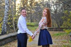 Jesień liście w rękach para Zdjęcie Royalty Free