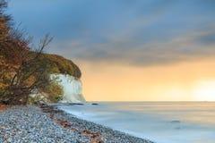 Jesień nastrój na kredowej falezie na morzu bałtyckim zdjęcia stock