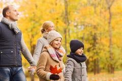 jesień park rodzinny szczęśliwy Obrazy Royalty Free