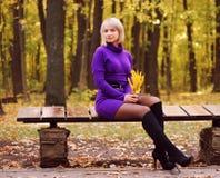 jesień piękni dziewczyny parka potomstwa Zdjęcie Royalty Free