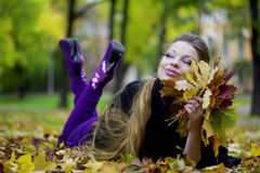 jesień piękny dziewczyny park Obraz Royalty Free