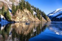 Jesień połów pod opadem śniegu fotografia royalty free