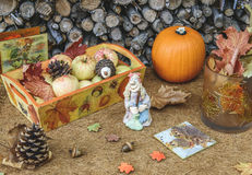 Jesień ręcznie robiony wystrój stół w wieśniaka stylu Fotografia Stock