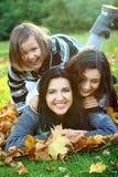 jesień rodziny parka potomstwa zdjęcia royalty free