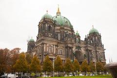 Jesień w Berlin, Niemcy, Berlińska katedra, solenna w deszczu, obraz stock