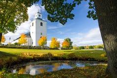 Jesień w kościół parku obrazy stock