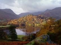 jesień banka gromadzki sala jezioro Zdjęcie Royalty Free